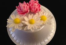 Edible Flowers / Beautiful, elegant, and stunning life-like flowers ideal for cake decorating