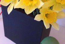 SEJ Design & blomster / Smukke dekorationer med blomster i sorte SEJ Design gummi produkter