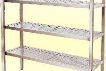 Prateleira Aço Inox perfurada / Existem alguns equipamentos que podem ajudar com eficácia na organização e melhor manuseio nas cozinhas industriais.