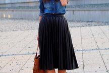 Pleat black skirt