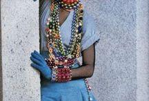 Joyería - Un Elemento Vital De La Moda / La joyería es un elemento vital de la moda. Es una pieza decorativa, hecha de metal y piedras preciosas que puede jugar diversos roles. Es usada mayormente para enfatizar la belleza: https://tendenciasjoyeria.com/jewelry-a-vital-element-of-fashion/