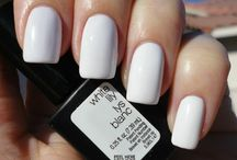White Lily / Fresh to death! There's nothing better than a clean & simple white gel manicure.