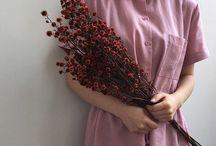 Çiçekli eller