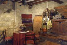 El salón / El salón está situado en la planta baja, donde se encuentra el espectacular molino eléctrico de los años 60.  También disponemos de un pequeño museo relacionado con el molino y una acogedora chimenea donde podrán disfrutar de una tranquila y sosegada velada acompañada de un buen vino.
