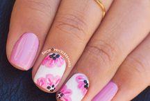 Uñas pintadas / Podrás ver muchas opciones para q tus uñas se vean bonitas y reluciente