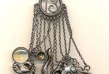Chatelaine    = oude streek juwelen