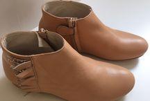 Manuela de Juan Shoes / Angelina Jolie, Monica Bellucci y Jessica Alba son fans de Manuela de Juan. Cuidan hasta el más mínimo detalle en la fabricación de sus zapatos: acabado ejemplar, excelentes materiales, cuidada selección de colores… Manuela de Juan tiene el sentido  de la perfección y de la moda.