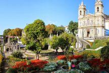 Portekiz Turları / Bu manzaraları görüp Portekiz turlarına katılmamak elde değil! Ortaçağdan kalma yapıların arasında geçmişe doğru bir yolculuk sunan Portekiz'de, yaz aylarında muhteşem kum plajları ve masmavi denizi de ziyaret edebilirsiniz.   bit.ly/mngturizm-portekiz-turlari