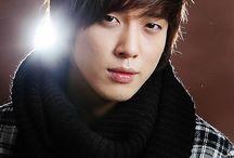 정용화 (Jung Yong Hwa ) / Jung Yong-hwa (정용화; pronounced [tɕəːŋ joŋ hwa]; born on June 22, 1989) is a South Korean musician, singer, songwriter, producer and actor.