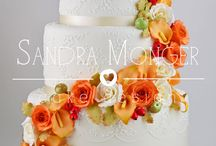Autumn Wedding Cakes / Cakes with autumn colours and flowers or leaves.