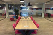 Inrichting T-mobile kantoor Arnhem / T-Mobile wilde hun kantoor naast ergonomische werkplekken uitbreiden met verschillende werk- en zithoeken. MV Kantoor heeft verschillende plekken ingericht zodat er ruimte is voor overleg, rustig werken èn ontspanning. Natuurlijk kan de magenta roze kleur niet ontbreken.