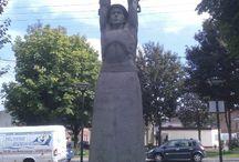 Monuments / Monuments en hommage à la corporation minière