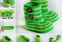 baby clothes that are crocheted