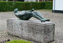 Vrijheid (groep 7/8) / Ondersteunend lesmateriaal bij de dramales Vrijheid voor groep 7/8, passend bij het thema 4 en 5 mei. Op welke manier kun je je vrij voelen en wanneer ben je niet vrij? De leerlingen maken in groepjes standbeelden waarin het belang van vrijheid wordt neergezet.(http://www.dramaonline.nl/themalessen/groep7-8)