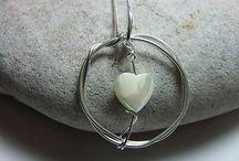 White and Cream Jewellery / White and Cream Jewellery http://www.silverwiredesigns.com #jewellery #jewelry #pearl https://www.silverwiredesigns.com