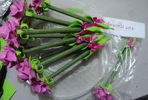 canetas com flores em eva