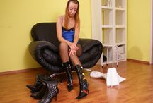 Boot Play / boot, stiefel. heels, schuhe, shoes, fetish, dangling, dipping, füsse, feet, foot, shoes, heels, frauenfüsse, fuss, Nylons, stockings, pantyhose, toes, zehen