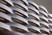 """Tendenza S - Natursteinoberflächen, die Gefühle zum Schwingen bringen. / Der Weg zu diesen Werken entsteht durch das Zusammenspiel von Mensch und Maschine, von Vision und Werkzeug. Hier wirkt nicht in erster Linie die Textur des Materials, sondern die Choreografie der Fläche. Durch Beobachtungen in der Natur haben wir Ideen aus der Natur neu in Stein interpretiert: Es entstehen neue Oberflächen, die TENDENZA S-Linie. Wohnwände, Badwände, Gestaltungselemente – wir machen mit unseren Bearbeitungstechniken Ihre Träume zur Realität. Vereinbaren Sie eine """"Stein-Probe""""!"""