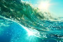 Tendance : Océans / Eaux bleues turquoise, marine et saphir ondulent en surface comme une valse légère. Mouvement, fluidité et profondeur sont les trois temps qui rythment les inspirations de nos collections déclinées autour de nuances indigo.