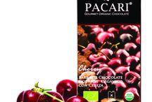 Tavolette alla Frutta / La squisita dolcezza naturale della miglior frutta biologica, unita al miglior cioccolato fondente 60%, regalano un'esperienza sensoriale e un alto livello nutrizionale.