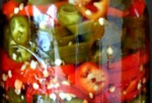 Pickled goodies in a Jar / by Marisa Onsurez