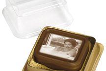 Immagini su cioccolato / Alcune delle nostre creazioni. Immagini riprodotte sul cioccolato più buono di sempre. Scoprite le CandyCards e lasciate un dolce ricordo di voi!