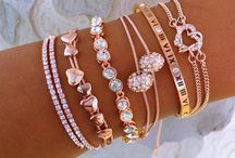 Accessories / Jewelry, bags, belts, hats, sunglasses, scarves & gloves, socks & tights