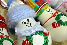 Ideas for Christmas ornaments made from light bulbs