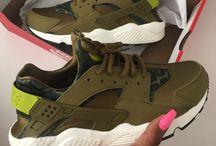 zapatos y tenis.