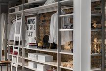 Cornice / Garderoba Cornice marki raumplus łączy wysokiej klasy wzornictwo nagrodzone prestiżowym Red Dot  i IF Product Design Awards z funkcjonalnością, którą zapewnia jej modułowa konstrukcja.  Uniwersalny i elastyczny system Cornice idealnie dopasowuje się do gabarytów i stylu każdego pomieszczania oraz do indywidualnych oczekiwań użytkownika.