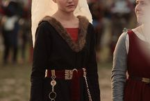 Woman costume end of XVth century