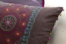 throw pillows/cushions