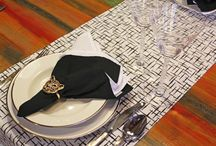 Como montar uma mesa posta clássica / Muitos talheres, taças, pratos, acessórios… a mesa posta é o nosso mundo, mas sabemos que tem muita gente com dúvida sobre a posição de cada um desses itens numa refeição mais clássica e formal. É hora de desmistificar a mesa posta e de aprender com a Oxford Porcelanas. Vamos lá?