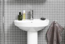 Nordic³ badrumsserie / Nordic³ är den funktionella och prisvärda badrumsserien som passar de flesta badrum. Serien består av toalett & tvättställ, badrumsmöbler samt blandare för badrum. Allt är tillverkat i hygieniska, hållbara material. Nordic³ är skapad för att ge kvalitet i vardagen.
