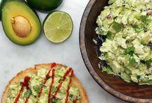 Салаты с курицей и авокадо