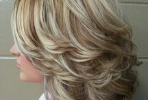 Layered bobs with movement