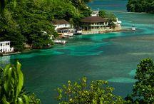 Jamaica / Ian Fleming, geestelijk vader van James Bond, vergaarde op Jamaica inspiratie voor zijn boeken over geheimagent 007. Jamaica staat bekend als een exotisch, aangenaam eiland en het is een van de belangrijkste vakantielanden van het Caribisch gebied.