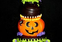 Halloween Cakes / Decorated, tiered cakes with Halloween themes for Halloween, weddings and birthdays.