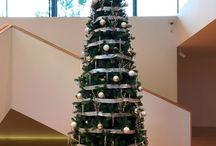 Árboles de Navidad gigantes / Árboles de Navidad gigantes de hasta 20 mts en grandes espacios de centros comerciales, ayuntamientos, eventos, empresas y cualquier lugar al que llevar la magia de la Navidad en su formato más espectacular.