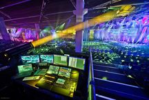 Lighting / Licht fokussiert die Aufmerksamkeit der Gäste. Es setzt Akzente, sorgt für ein angenehmes Ambiente, betont architektonische Besonderheiten und transportiert Emotionen.