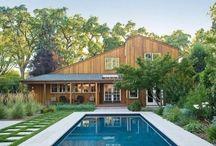 kolam renang di halaman