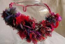 marquesa cuenta historias / joyeria textil, accesorios de diseño. Collares, aros hebillas que cuentan historias de mujeres que cambiaron la historia de su momento...