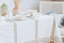 Toalha de mesa crochet e tecido