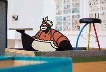 Muntatge VLC. Línea Clara / Muntatge de l'exposició VLC. Línea Clara que s'inaugura el 9 de juny de 2016. L'exposició se centra en l'escena valenciana de còmic sorgida durant els anys 80 al voltant d'una generació d'autors que tenen com a element cohesionador la influència de Miguel Calatayud i l'activa escena artística de València en els anys 70, així com el seu interès per trencar l'estètica imperant al còmic des de l'experimentació i l'avantguarda. #cómic #exposición