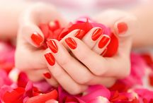 Nail Bar -  Tress Lounge /  We pleasingly offer you skin, beauty, hair, makeup and nail art services which not only enhance your outer beauty but make you feel confident from inside.