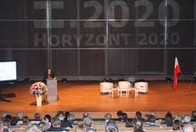 Badania na Horyzoncie 2020 / Polska jest w znakomitej sytuacji, by skorzystać z szansy, jaką daje program Horyzont 2020. To kraj wielu wspaniałych naukowców i wynalazców – mówiła w Warszawie Máire Geoghegan-Quinn. Komisarz zainaugurowała w Polsce największy w historii Unii Europejskiej program finansowania badań naukowych. Do końca dekady na ten cel z unijnego budżetu zostanie przeznaczonych ponad 70 mld euro.