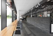 Restaurant L'Hermitage, Almere / Restaurant L'Hermitage heeft 180 zitplaatsen en is zowel bedoeld voor de zakelijke mensen van de WTC Carlton Tower als voor passanten om de lunch en het diner te gebruiken. De hoge kwaliteit en afwerking van de Carlton Tower en de hoge kwaliteit van het assortiment lekkere en pure gerechten en dranken zijn het uitgangspunt geweest voor het interieurontwerp.
