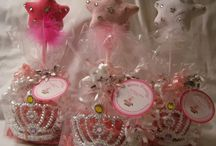 FAVORS at a Princess Birthday Party / Affordable Princess Party Favors from My Princess Party to Go. #princesspartyfavors #princessbirthdaypartyfavors