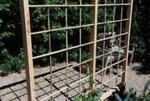 Bamboo Screens / There are many reasons why you may want to have screens in your garden - to block out an unsightly view, to hide refuse bins or simply to add a different dimension to your garden.  Have a look at some screens that we have designed and installed for isnpiration