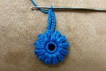 fiori / fiori crochet,fiori con nastrino con perline ecc